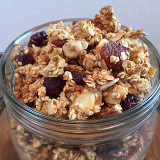 Easy Granola with Goji berries, nuts and seeds!