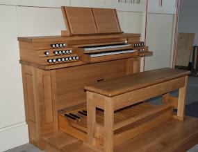 Photo: Igralnik je v celoti iz hrastovega lesa - Der Spieltisch ganz aus Eichenholz - The console is made entirely of oak wood
