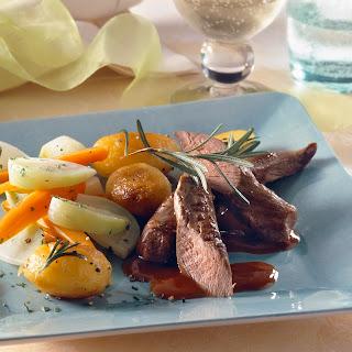 Kurzgebratenes Lamm mit Gemüse