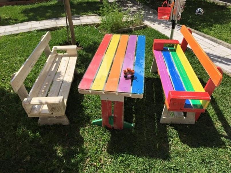 Z palet można wykonać również meble dla dzieci