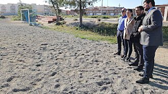 Los concejales y técnicos municipales visitando los terrenos hace unas semanas.