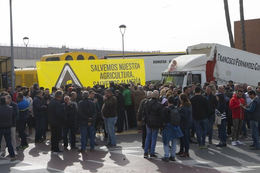 Concentración de los agricultores en Almería.