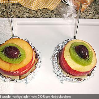 Früchtetürmchen auf Marzipan