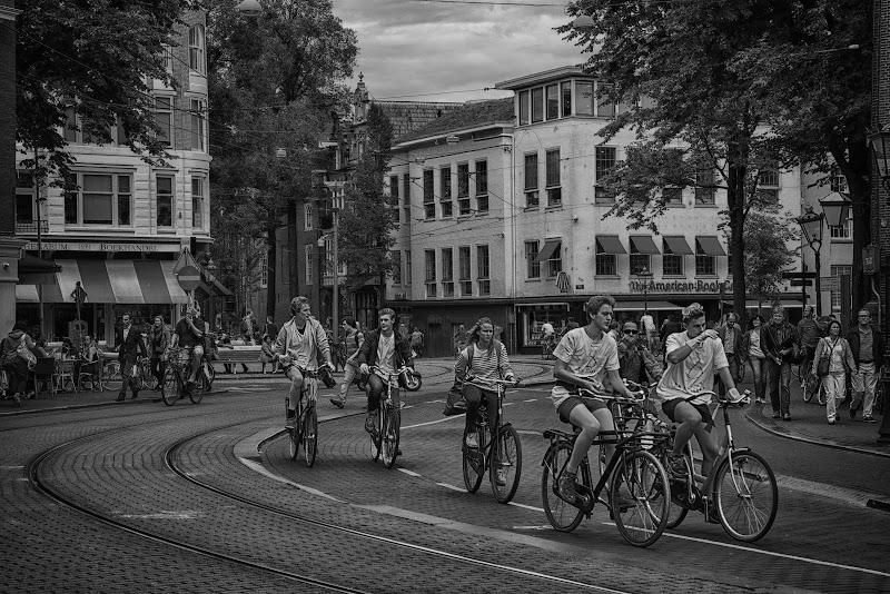 Amsterdam...occhio ai ciclisti...vi stirano  di Gianva
