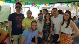 Vecinos y vecinas de Abrucena disfrutando de la Feria del Mediodía de las Fiestas de Verano..