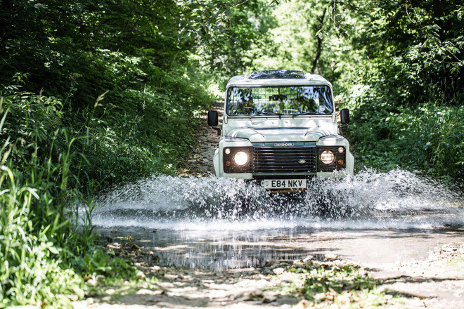 Land Rover Defender 90 Hire MN