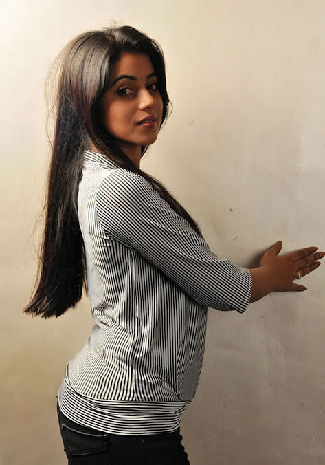 Poorna hot figure, Poorna sexy images, Poorna tamil actress