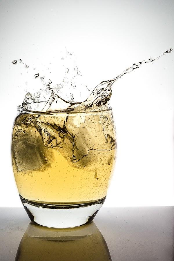 Ginger Ale splash by Dominic Thibeault - Food & Drink Alcohol & Drinks ( splash, ice, glass, ginger ale, droplets )