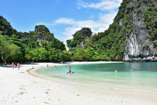 Relax at the beach of Koh Hong