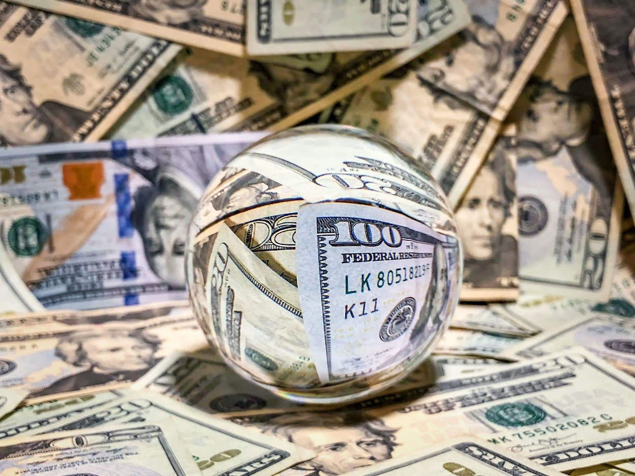 How the World Economics and FED Interest Decrease Affect the Dollar Trend