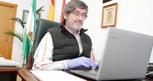 Manuel Cortés en su despacho en el Ayuntamiento.