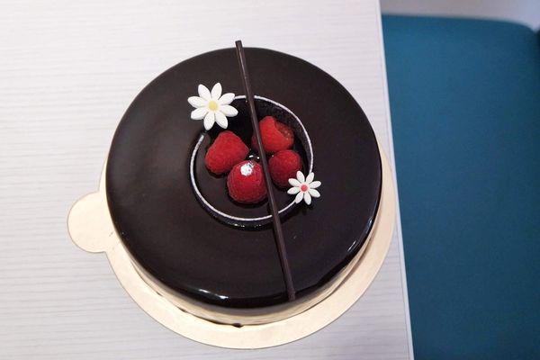 學堂洋菓子專門店Manabu La pâtisserie,走進日式簡約純白空間帶一份6吋荔枝貴妃蛋糕|熱蛋糕|鐵板蛋糕|下午茶▲女子的休假計劃▼