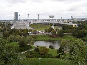 Photo: ..... het Olympia-Stadion, gezien vanuit het Olympa-Park