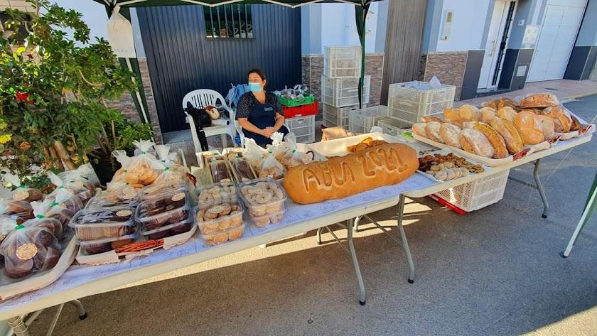 Puesto de pan en Abla para la celebración del Día Mundial del Pan.