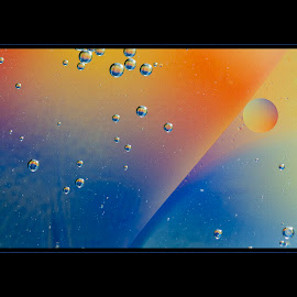 by Darleen Stry - Abstract Patterns ( digital, art, rigns, abstract, water, orange, oil, blue, sphere, contrast, design, bubbles, power, circle, orb,  )