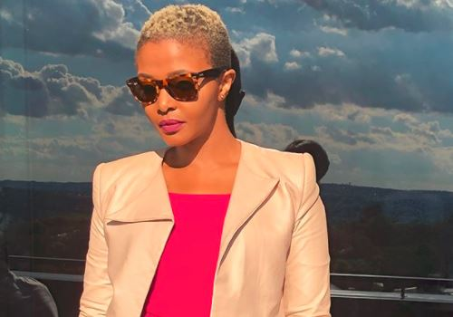 Songstress Simphiwe Dana has a bone to pick with SA leadership over the state of the arts.