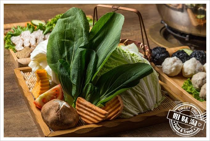 胡子麻辣鴛鴦火鍋蔬菜拼盤