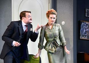 Photo: Wien/ Theater in der Josefstadt: DER GOCKEL von Georges Feydeau. Inszenierung: Josef E. Köpplinger. Premiere 19.11.2015. Roman Schmelzer, Pauline Knof. Copyright: Barbara Zeininger