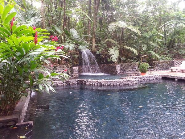 Скриншот водопад дворе