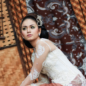 the beauty of batik by Ayah Adit Qunyit - People Fashion ( fashion, batik, woman, , Model, Portrait, Untouched, Unedited, Non-photoshop )
