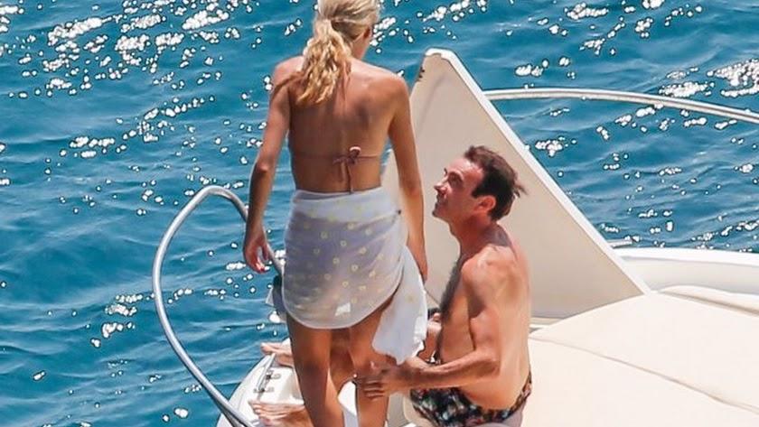 Ana Soria y Enrique Ponce pasan el día en alta mar.