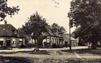 Photo: Bruining (schoenenwinkel) en garage Jansen (nu Okken)