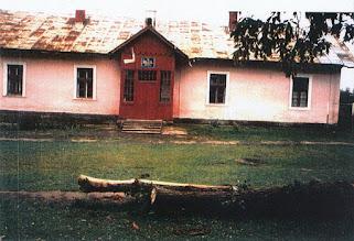 Photo: 05 Budynek szkoły, 1992. Fot. S. Czyżewska, nadesłała W. Nowakowska.