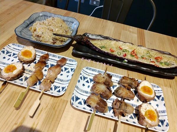 900度串燒工坊,臺南安平區充滿創意的串燒專賣店,推薦牛五花半熟卵、肉片包水果的串燒非常的特別!