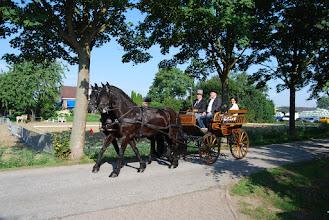 Photo: Piet Kaldenberg met burgemeester Van Ruijven en de heer Jaap Zwart over de Katerdam.