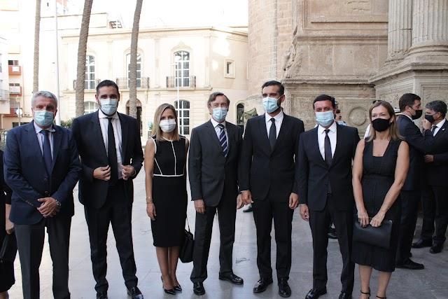 Delegados de la Junta, alcalde de Almería, presidente de la Diputación, senador y concejales.