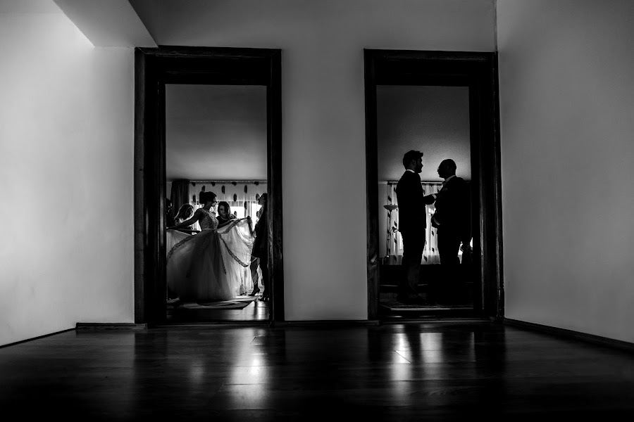 Wedding photographer Daniel Dumbrava (dumbrava). Photo of 10.03.2016
