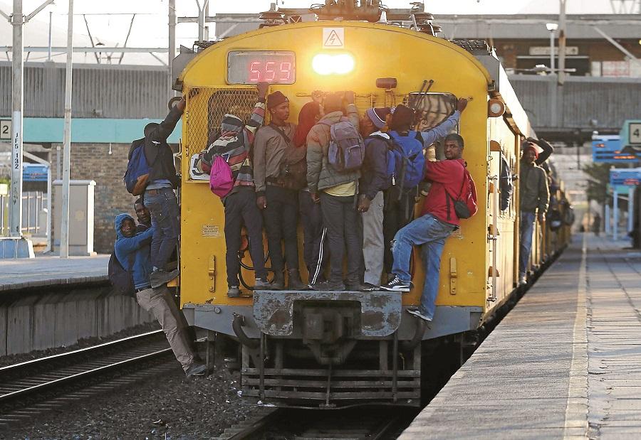 Die privaatsektor wil die bestuur van die Wes-Kaapse sjamboliese spoordiens - Financial Mail, bedryf