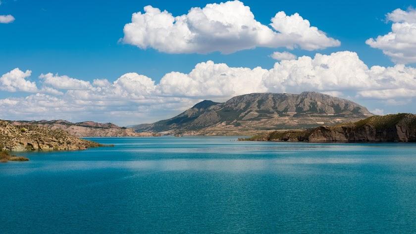 El pantano del Negratín está por debajo del 30%, lo que ha obligado a detener el trasvase.