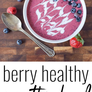 Berry Healthy Smoothie Bowl (Paleo).