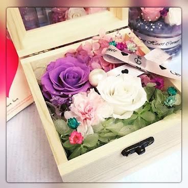 ❤️母親節康乃馨系列❤️(最後一個)送給您的她一份獨一無二的禮物🌹訂製需時約3-7個工作天❤️由鮮花而製的保鮮花,不需要陽光照射,不需要澆水,就能保存達三年。 歡迎Whatapps 查詢有關詳情Tel:67417898。❤️#不凋花 #小王子 #結婚禮物 #sweetheartcorner #giftforher #婚禮 #hkiger #hkflower #保鮮花 #hkflowershop #生日 #紀念日 #母親節 #送禮 #康乃馨 #小禮物 #生日禮物 #花 #音樂盒  #謝師禮物  #presentflowers #彩虹玫瑰 #相架 #禮物 #handmade #玫瑰花 #hkigshop #hkgirl#永生花