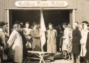 Photo: 1930-erne. Standerhejsning i Kolding Dame Roklub.
