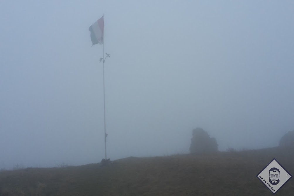 KÉP / Csobánc tetején, ködben