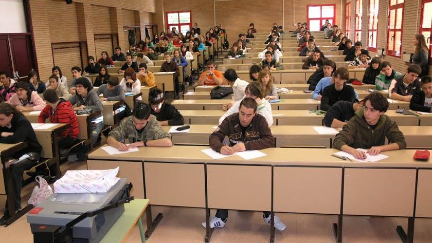 Alumnos realizando exámenes en la Universidad de Almería el pasado mes de junio.
