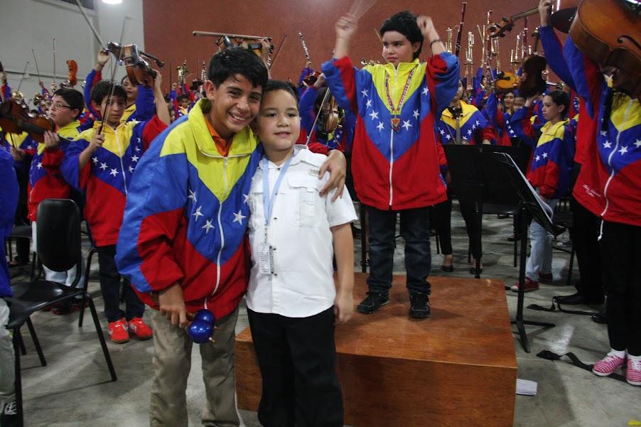 Después de un largo recorrido, que incluyó el cruce del río Orinoco en chalana, los 207 niños llegaron a San Fernando de Apure para compartir con la orquesta Alma Llanera del estado, la Regional Infantil y la Latinocaribeña