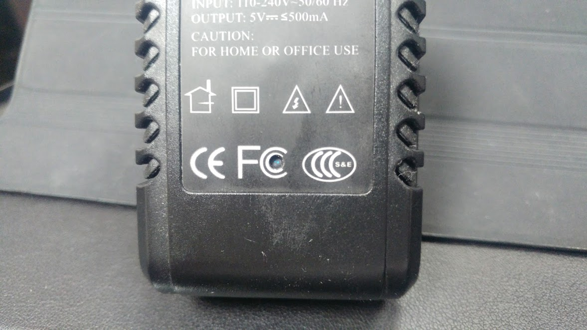 Telecamera wi fi nascosta in alimentatore da casa o ufficio funzionante