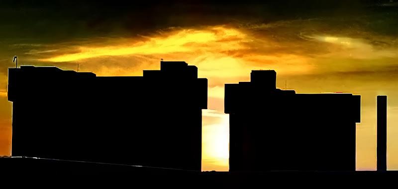 Skyline al tramonto di oscar_costantini