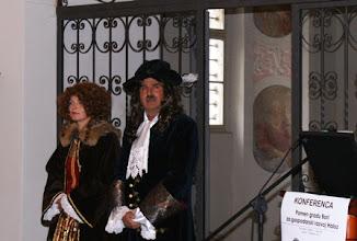 Photo: 01 Udeležence konference sta pozdravila grof Friderik Sauer in njegova milostljiva gospa grofica Barbara Sauer