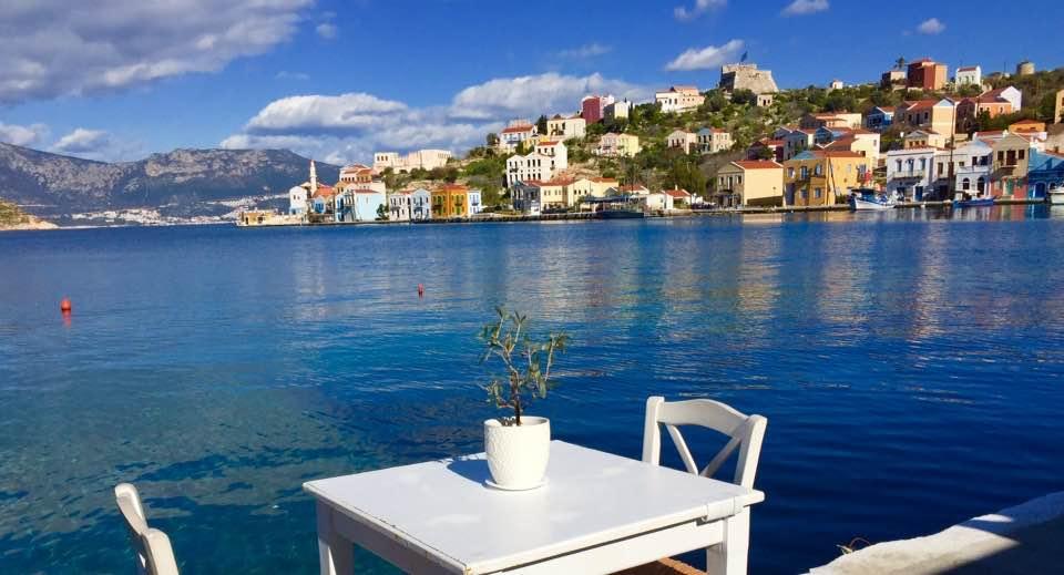 Η εικόνα ίσως περιέχει: άτομα κάθονται, ωκεανός, ουρανός, υπαίθριες δραστηριότητες, νερό και φύση