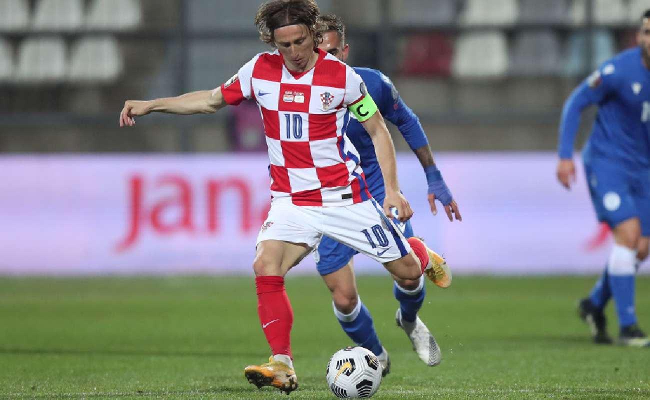 Alt: Luka Modric of Croatia kicks the ball - Photo by Igor Kralj/Pixsell/MB Media/Getty Images