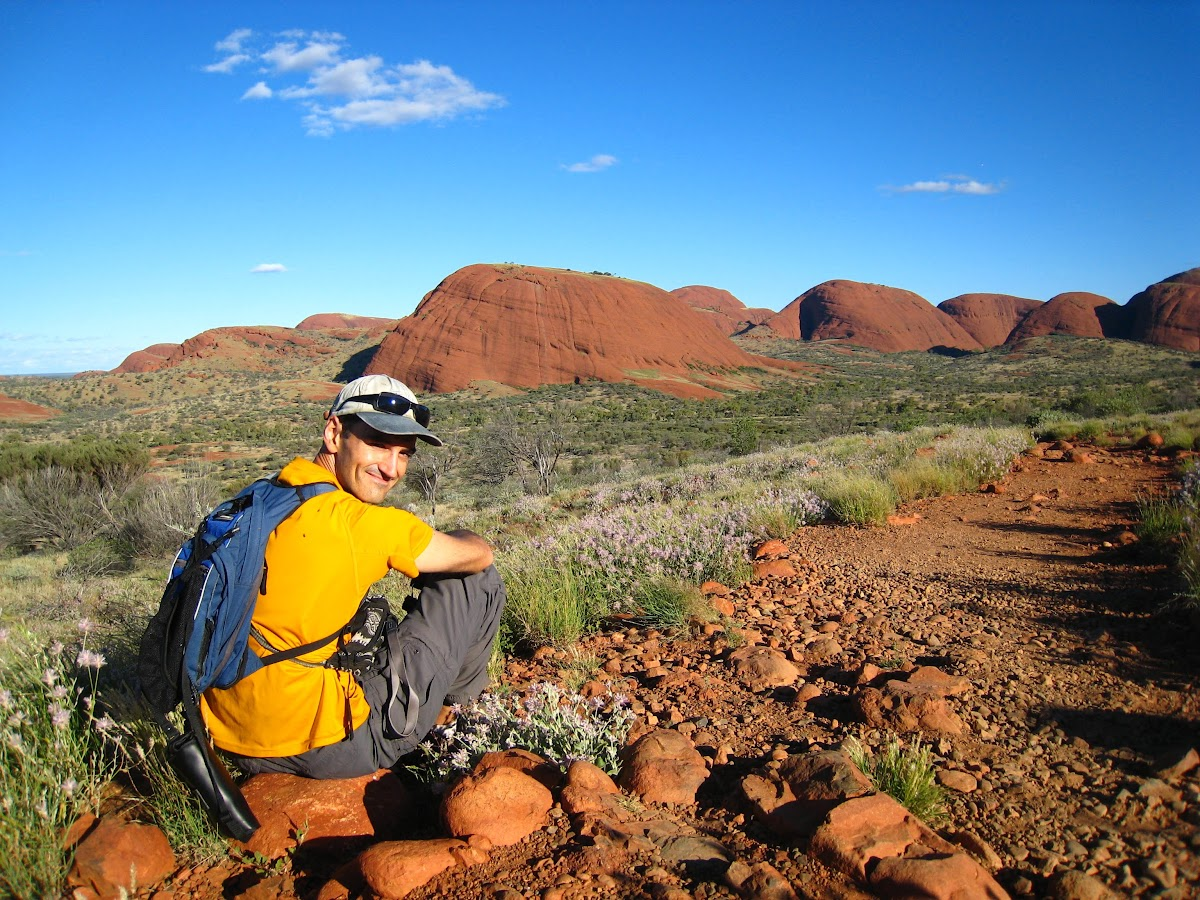 Travel in Australia on a Budget: How to Save Money While Traveling Down Under // Hiking in Kata Tjuta