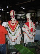 Photo: De vormheren in tradionele gewaden