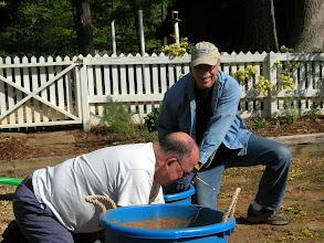 Photo: Keep weeding until the bucket is full.