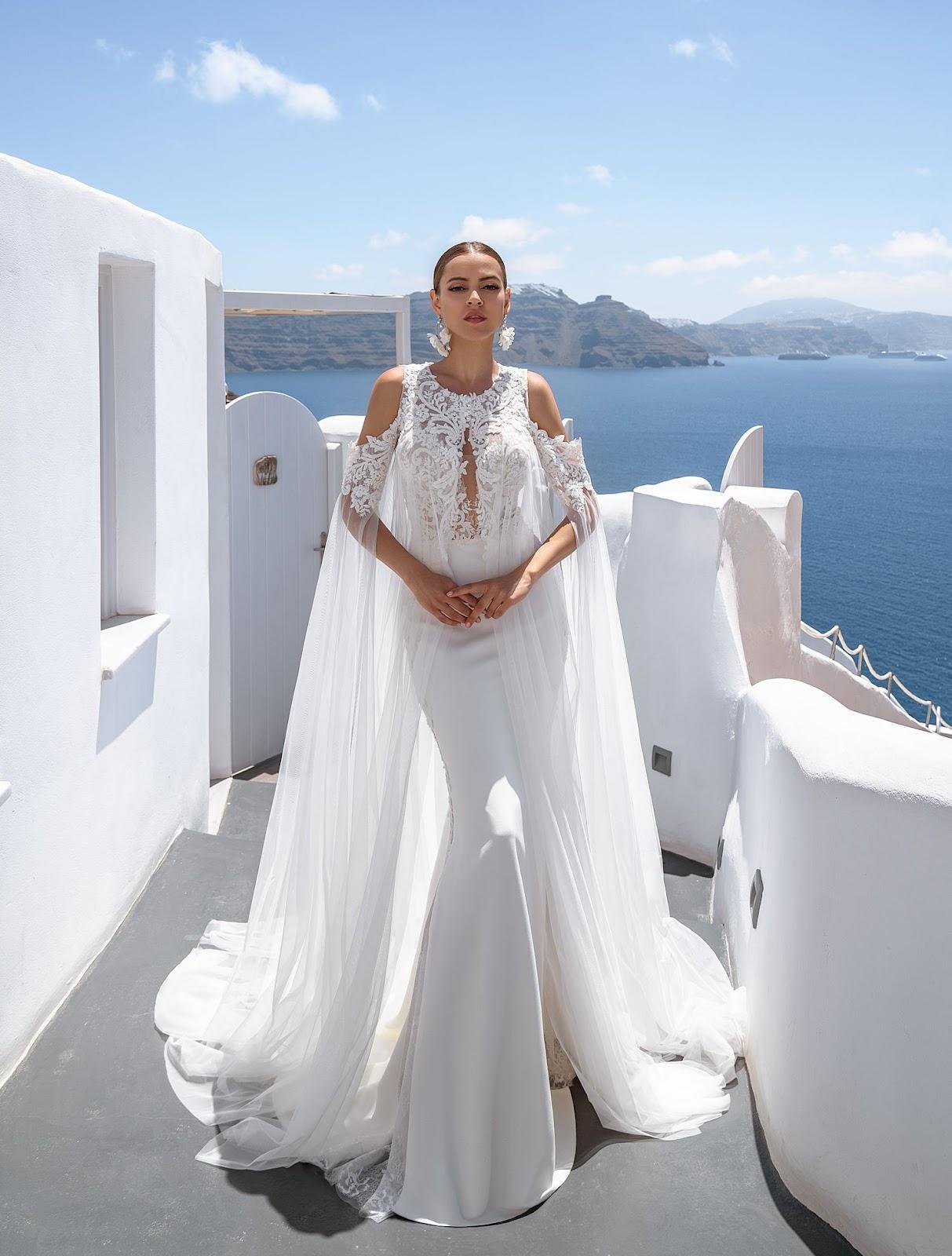 Свадебное платье с плащом