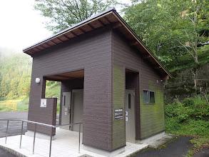 鳴沢の滝駐車場のトイレ