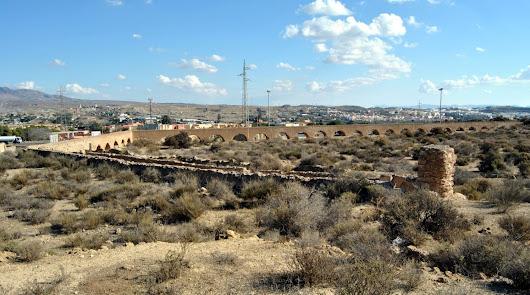 El acueducto de Las Cumbres de Huércal se salva de la demolición